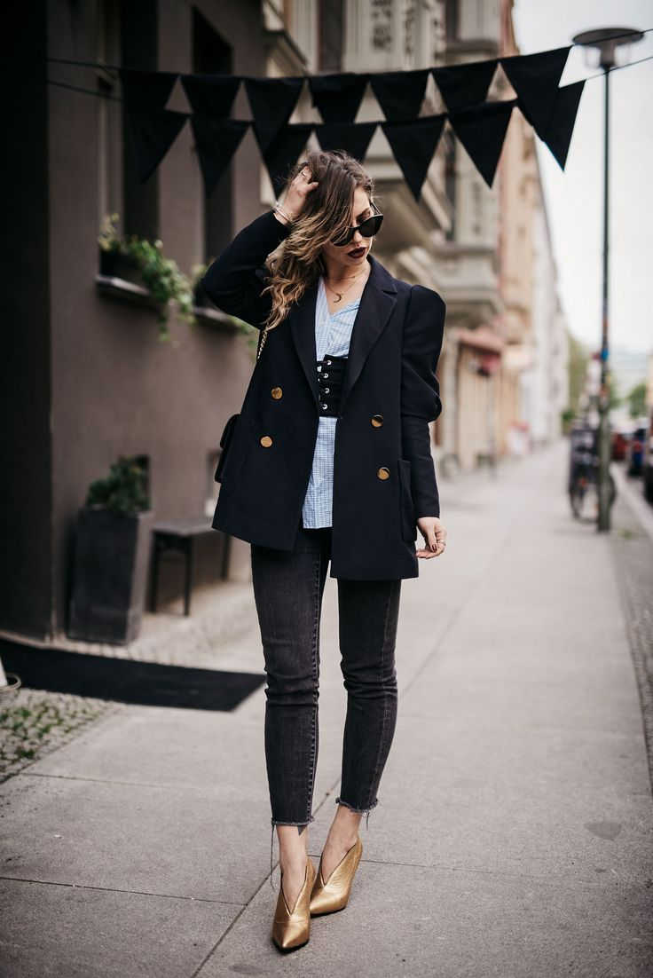 new fashion trend: corset belt | how to wear and combine it | outfit inspiration | style: cool, chic, office, Zara, Mango, Cos, gold shoes, big shoulder blazer, sexy, edgy