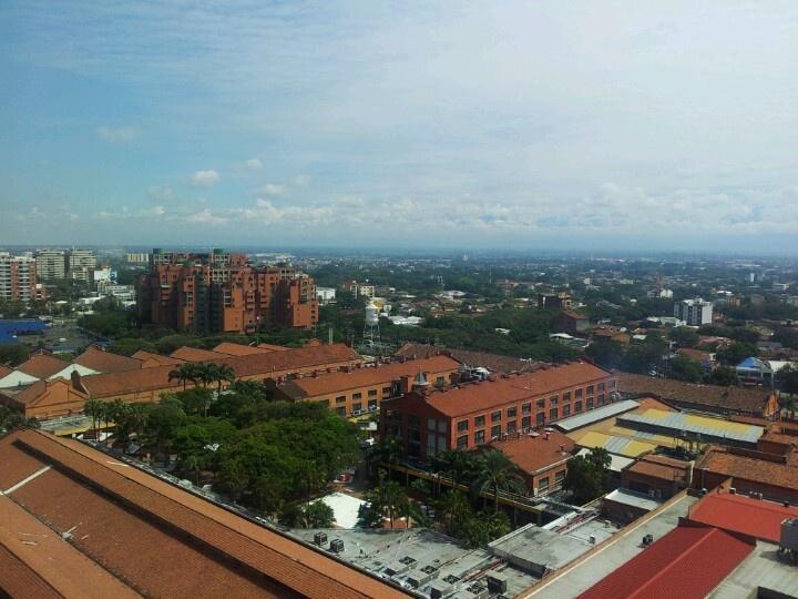 Panorámica hacia el norte de Cali desde Chipichape #CaliCo #Cali #Colombia