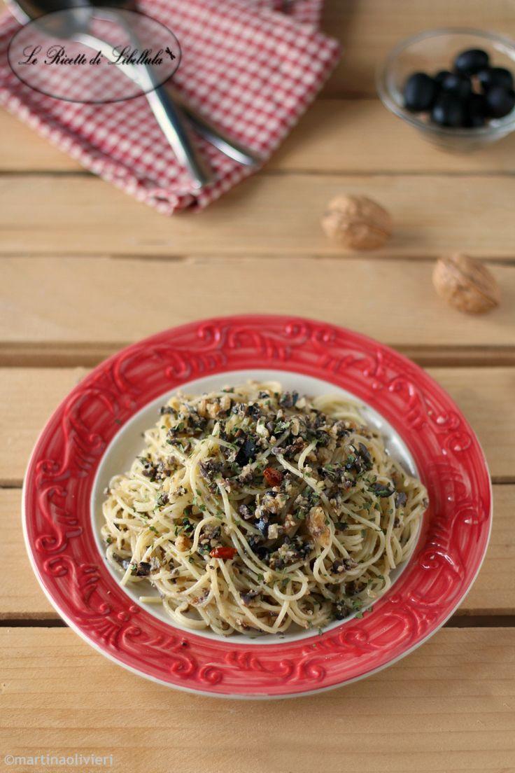 spaghetti aglio, olio, olive e capperi