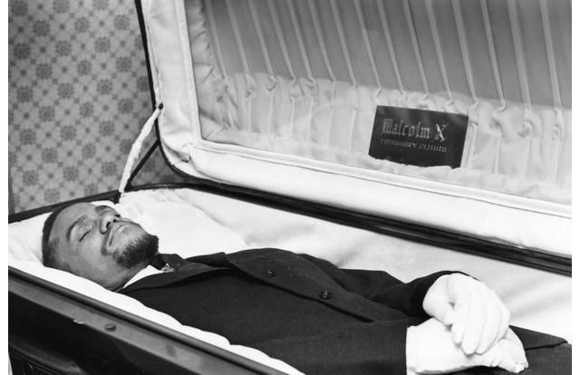 32 Photos Of Celebrity Open Casket Funerals That Will ...