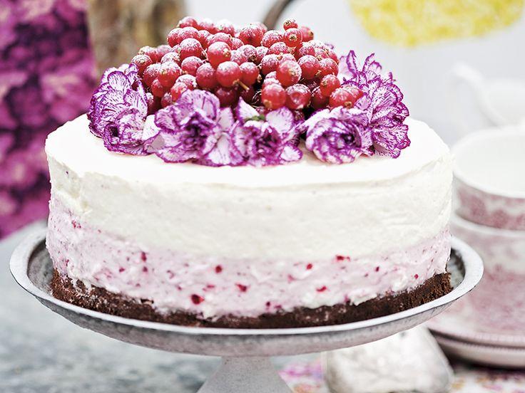 Ska du gifta dig i sommar eller kanske fira något speciellt? Vi bjuder här på receptet på en ljuvligt god och fin tårta.    10–12 bitar  Imponera på dina gäster med denna försvinnande...