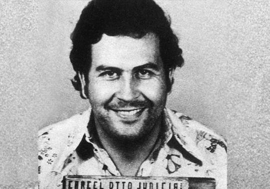 Encuentran caja fuerte tras demoler casa de Pablo Escobar en Miami