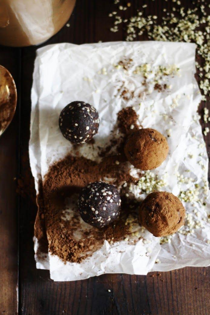 RAW VEGAN CHOCOLATE TRUFFLES IN 5 MINUTES