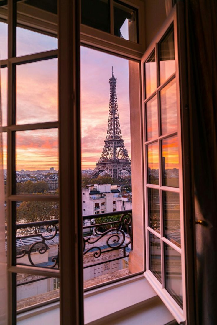 Bb Hotel La Valentine: 'Hôtel Shangri-La Paris. Eiffel Tower From Shangri-La