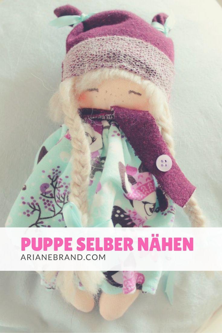 DIY: kleine Puppe selber nähen - für Ella hae ich diese niedliche kleine Puppe genäht. Link zum Schnittmuster gibts im Beitrag. #püpü #puppe #nähen #schnittmuster