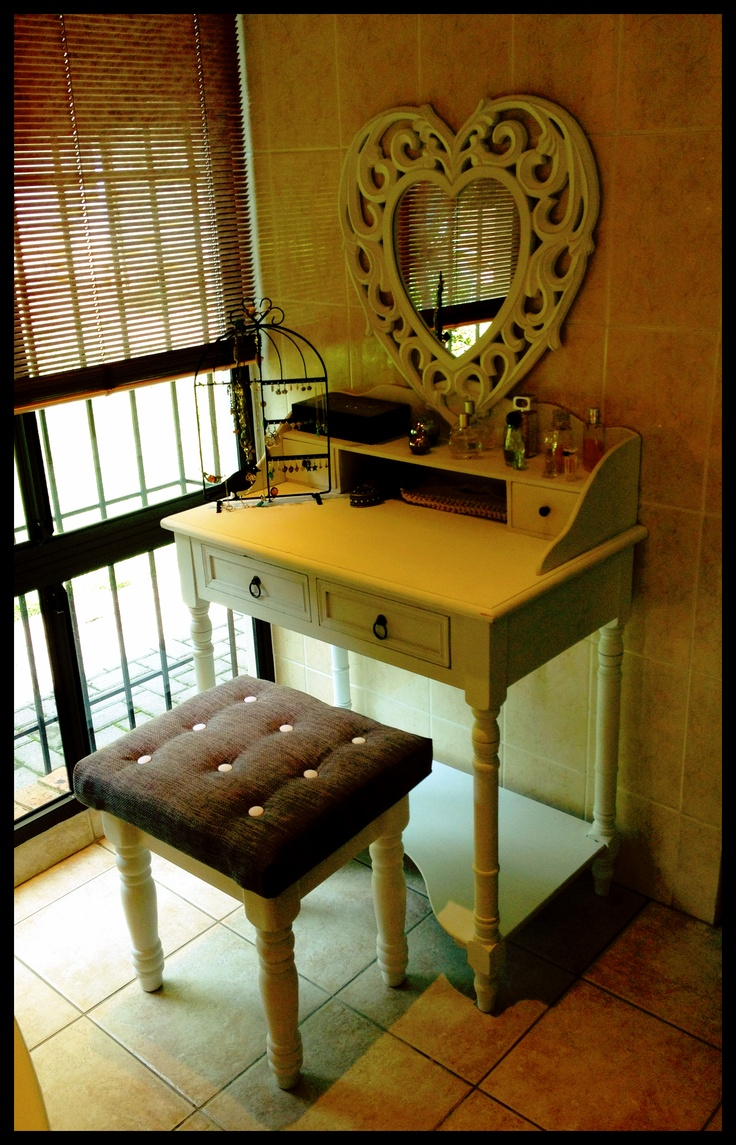 My gorgeous dressing table and DIY upholstered stool