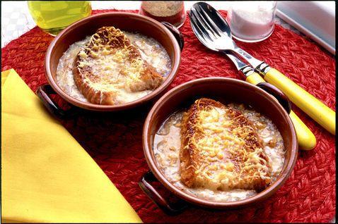 Zuppa di cipolle con crema di gorgonzola
