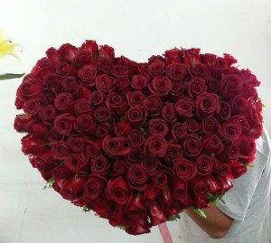 Corazón de Rosas Sorprende con estas hermosas y especiales FLORES que enamorara una vez mas a esa persona especial. Visita nuestra tienda online www.sorpresascolombia,com o comunícate con nosotros 3003204727 - 3004198