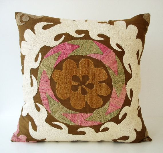 Sukan / Vintage Hand Embroidered Suzani Pillow Cover