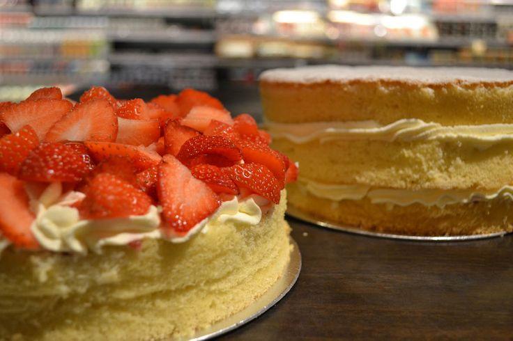 the good old strawberry sponge cake....mniam!