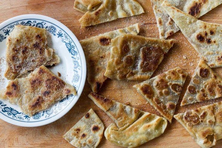 Πίτες της Σατζίης από τον Άκη. Αυτή η συνταγή για τις πίτες της σατζίης γίνεται με λίγα υλικά, είναι εύκολη, οικονομική και πεντανόστιμη. Δοκιμάστε τη!