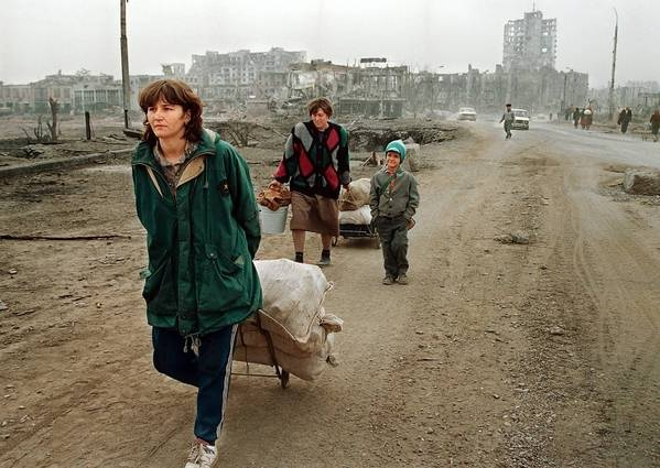 Civilians and the destruction of war in Chechnya. (1990's).