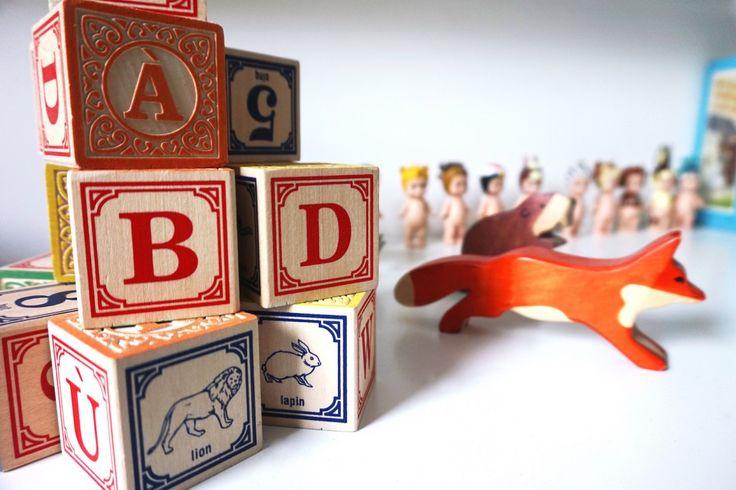 jouets en bois - Une chambre d'enfant noir et blanc - Pöm- Hëllø Blogzine @helloblogzine