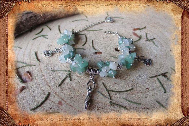 Bracelet ethnique et bohème en Aventurine verte et Pierre de lune gris pâle _ Déesse Eostre/Ostara : Bracelet par freyja-s-faeries