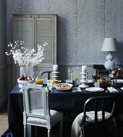 Serene Blue Dining Room (© Michael Graydon)