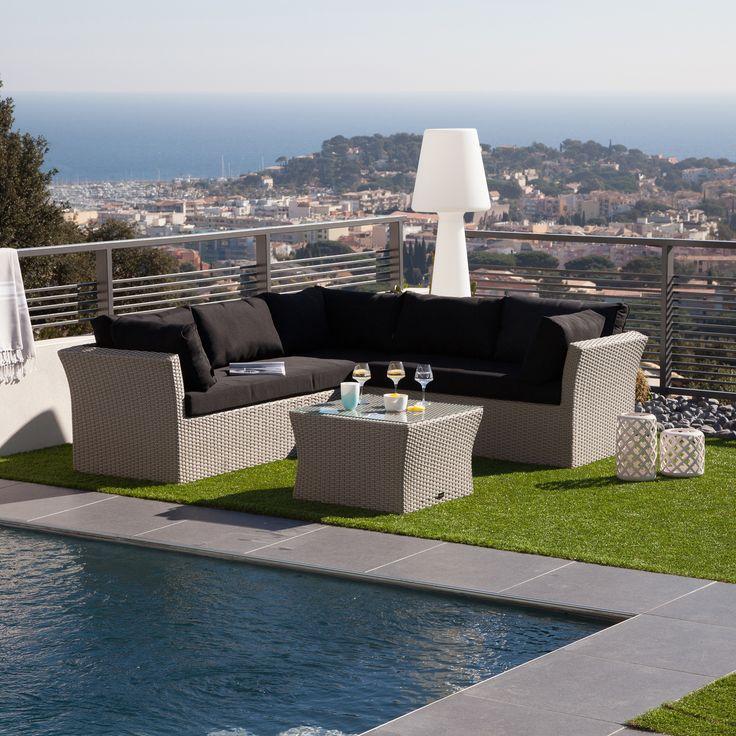 Le bonheur Piscine, vue sur la mer, et un canapé du0027angle LOSA - salon d angle de jardin