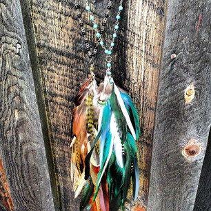 Collar hecho a mano pluma larga declaración, pluma Rosario, collar de perlas, Hippie, bohemio, Tribal collar, verde azulado, azul turquesa