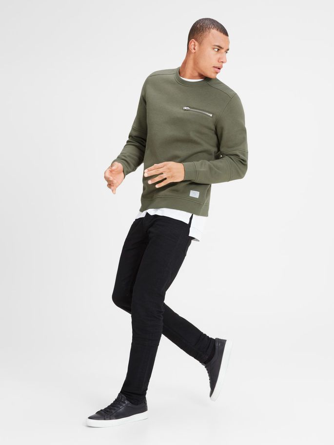 Is he into unconventional zipper placements and a cool but relaxed look? then a detailed green sweatshirt in regular fit is the right gift for him | JACK & JONES