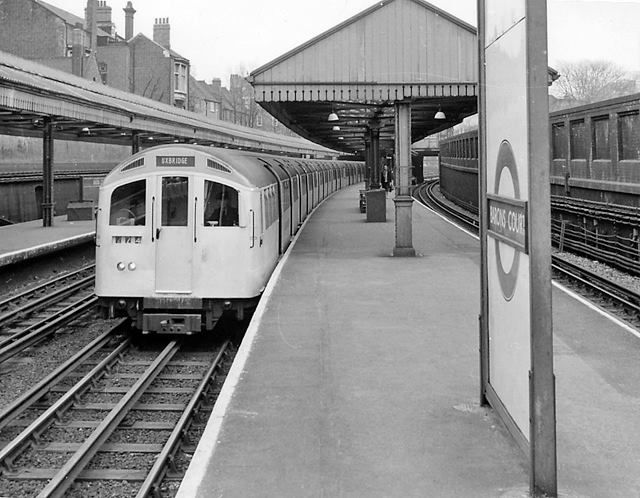 A photo of Barons Court tube station taken in 1962..jpg