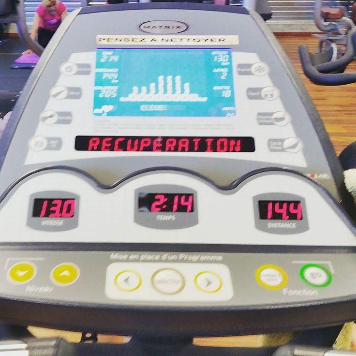 Y'a des jours avec et des jours sans...et aujourd'hui c'est un sacré jour SANS!!  Heureusement que le sport est là pour bien me défouler et penser à autre chose. 35min de vélo en intervalle  #davidcosta #CFStrongSexy #strongandsexy #fitnessaddict #fitmom #fitfrenchies #fitfam #fitgirl #fitness #muscu #nopainnogain #noexcuses #training #trainhard #workout #tbc #instafit #fit #healthylifestyle #healthy #motivation  #abs #reebok #muscu #tomtomrunner2  #velo #cardio by caro_fit_