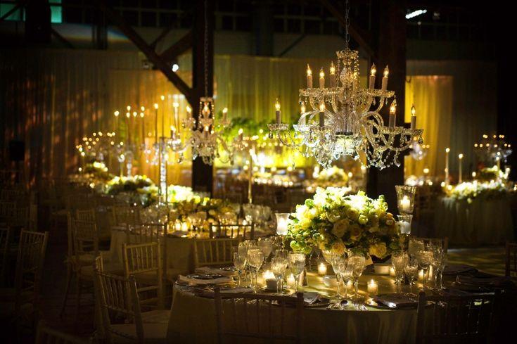 glamorous-crystal-chandeliers-yellow-centerpieces-romantic-weddings-philadelphia.jpg (1024×681)