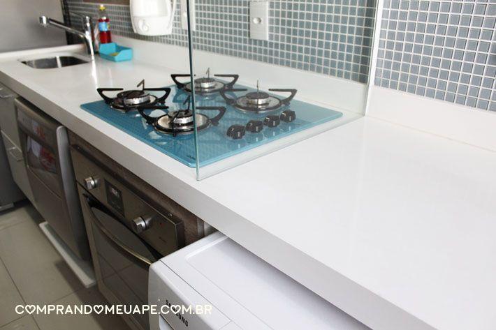 No vídeo de hoje contei sobre minha bancada da cozinha feita de quartzo stone branco que é similar à marca Silestone, e respondi às dúvidas como por exemplo: quartzo mancha? Risca? Como limpar? Entre outras… Minha...