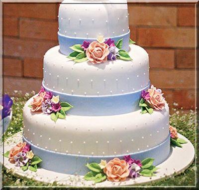 Xonamos fazendo esse bolo para o casal  Jennifer e Paulo  Parabéns pessoal
