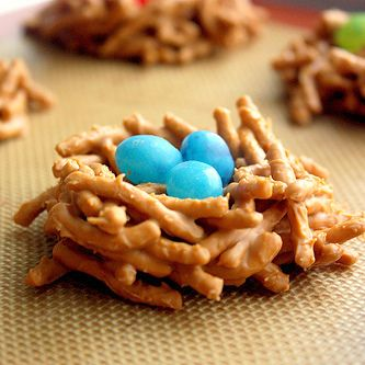 I've made cookies like this with butterscotch and chocolate chips before - but these are super cute for an Easter version!