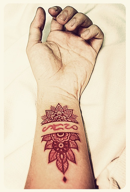 'Rising Sun, Fertile Earth - Mash up of two Mendi designs.' - Looks rad! Love it!