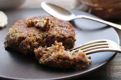 Galettes végétales de kamut et lentilles, chèvre, miel et noix - aime & mange