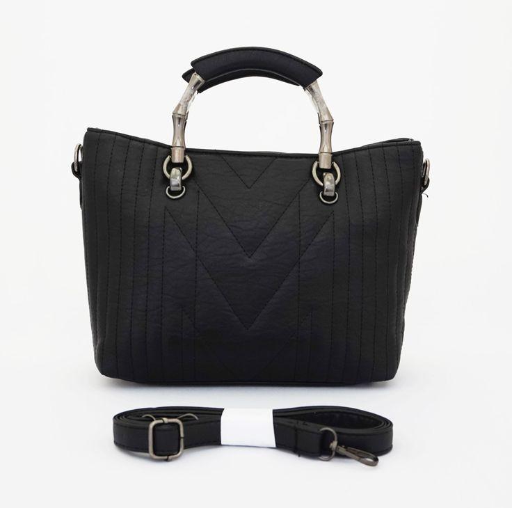 Kelly Korean Bag, elegan casual. Tebal, ada tali tenteng logam dan tali panjang selempang. Warna hitam. Uk 30x11x21