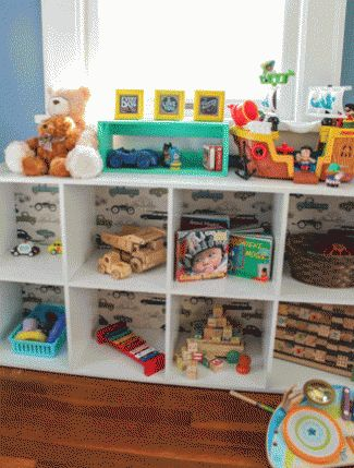 9 Simple Steps to Setting Up A Montessori-Style Toddler Bedroom - The Bump Blog Hintergrund Regal!!!