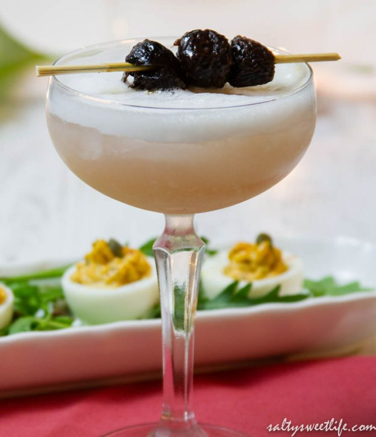 Lusty Lady with Devilled Eggs #cocktails #lavender