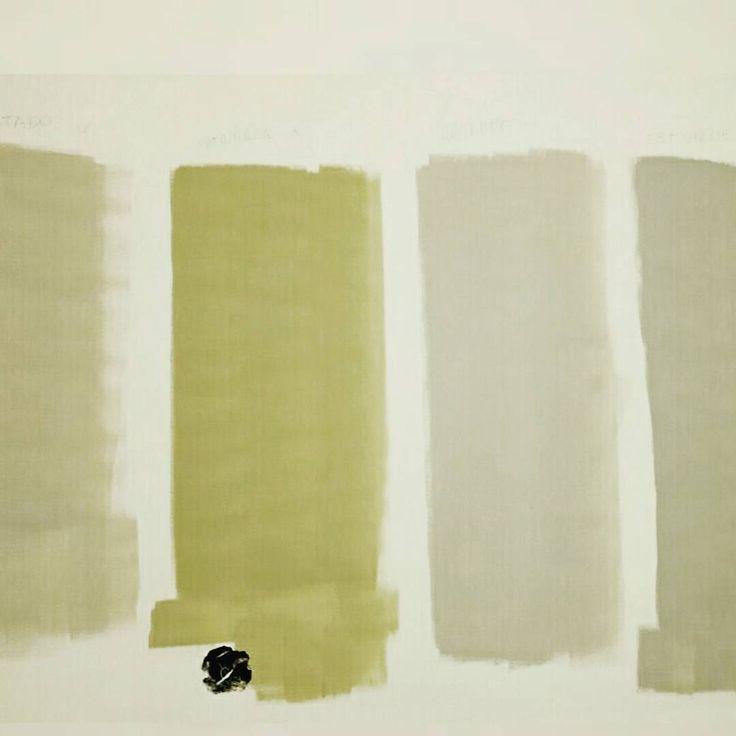 """Escolhendo cores. Tons da coral em teste (da esquerda para direita): """"cinza tostado"""" """"patriarca"""" """"antílope"""" e """"estuque""""."""