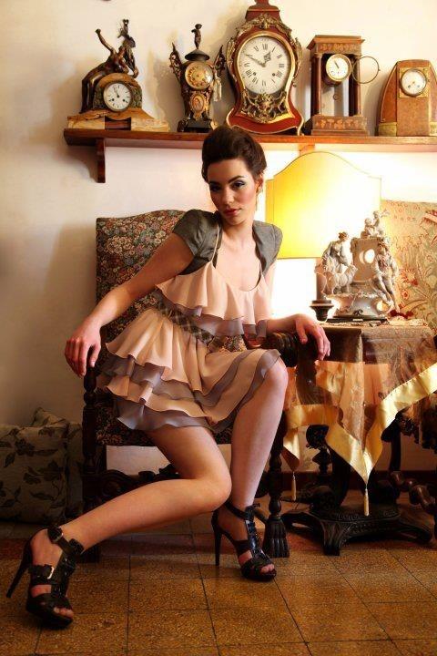 Dress in chiffon with belt in mosaic. Attachable sleeves in denim. Designer: Intidhar Saleh Photografer: Laura Nardelli Make up and hair: Manuela Mellio Model: Sara Walsh Fasano