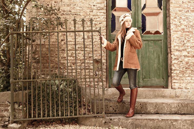 Escala Alta Bronce. Deze cognac laarzen zijn een echte klassieker, duurzaam en tijdloos mooi, gemaakt van het beste natuurlijk gelooide kalfsleer; hoge schacht en daarmee perfect voor de langere vrouw. Te combineren met diverse modestijlen. #Bootsandwoods