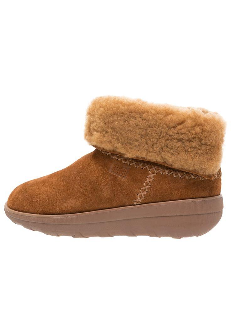¡Consigue este tipo de zapatillas altas de FitFlop ahora! Haz clic para ver los detalles. Envíos gratis a toda España. FitFlop MUKLUK SHORTY 2 BOOTS Botines bajos chestnut: FitFlop MUKLUK SHORTY 2 BOOTS Botines bajos chestnut Zapatos   | Material exterior: cuero velour, Material interior: piel, Suela: fibra sintética, Plantilla: cuero | Zapatos ¡Haz tu pedido   y disfruta de gastos de enví-o gratuitos! (zapatillas altas, alta, bota, zapatillas medias, high, high-tops, high top, bota, bo...