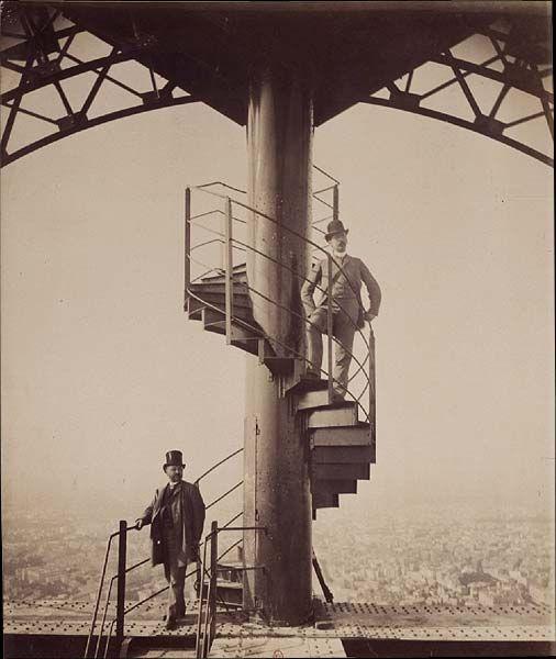 Gustave au sommet de sa Tour en 1889 ! Gustave_Eiffel_sommet_tour