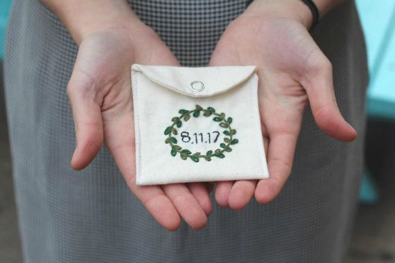 Customizable date pouch, hand embroidered, jewelry gift bag, small gift bag, memorabilia bag, wedding embroidery, wedding ring bag by WoodWearDresses on Etsy https://www.etsy.com/listing/499675422/customizable-date-pouch-hand-embroidered
