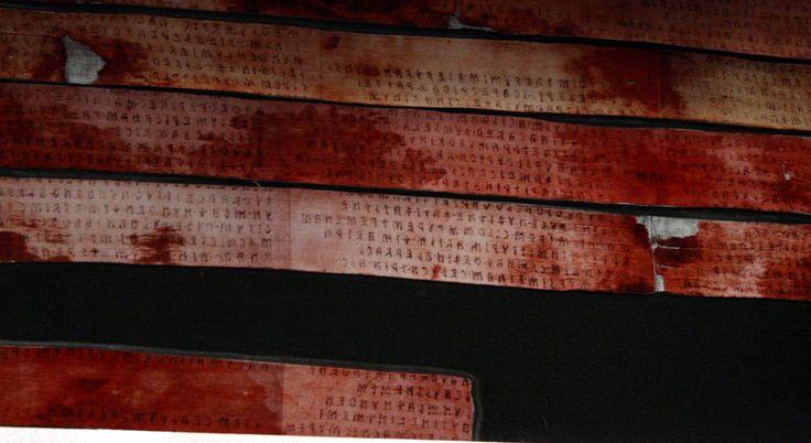 il Liber Linteus, benda utilizzata per mummificare in Egitto una signora di origini etrusche. Il testo è in etrusco e non in geroglifici egizi. Il reperto si trova  a Zagabria perchè il suo scopritore proveniva da tale città (all'epoca impero austro-ungarico). Nel romanzo si parla del reperto un paio di volte