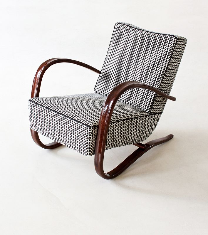 Jindrich Halabala, Streamline armchair, 1930. Made by UP Zavodny, Brno. Via zeitlos berlin