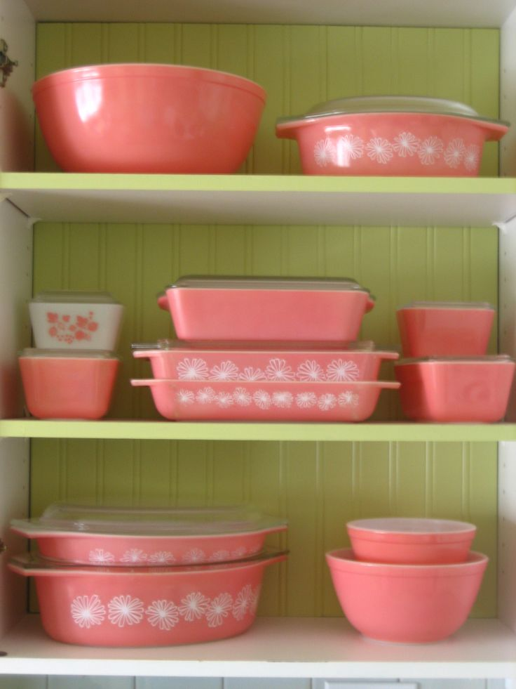 Is it weird that I dream about vintage finds?: Pink Dishes, Pink Pyrex, Pink Vintage, Vintage Pink, Color, Pyrex Collection, Vintage Pyrex, Pink Kitchens, Things