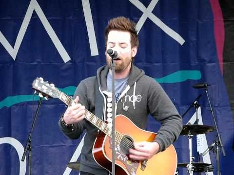 "David Cook ""Rolling In The Deep"" Acoustic (Adele/Cover)   A really good singer can capture the magic of a really good song!"
