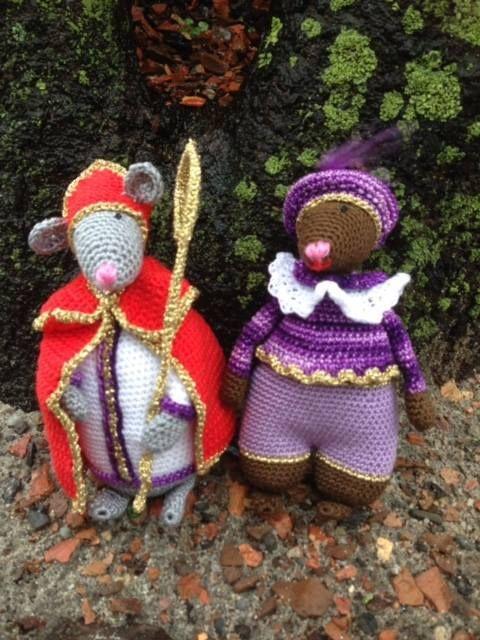 Gratis patroon Sint en Piet muis Download hier het patroon van Sint en Piet muis. Dit patroon is een aanvulling op het boekje Vestingsmuizen haken van Helga Tijdeman.