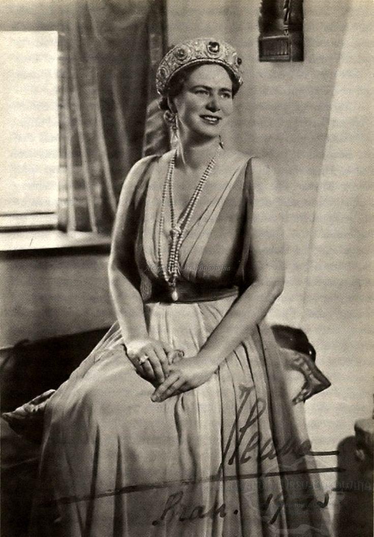 Principesa Ileana la Castelul Bran. 1945.