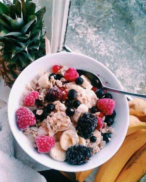 Avena y frutas congeladas con yogurt griego!