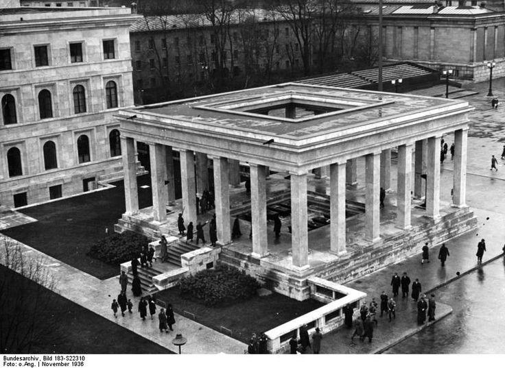 Германия. Храмы почёта (нем. Ehrentempel, также известны как Храмы чести), арх. Пауль Людвиг Троост, 1935