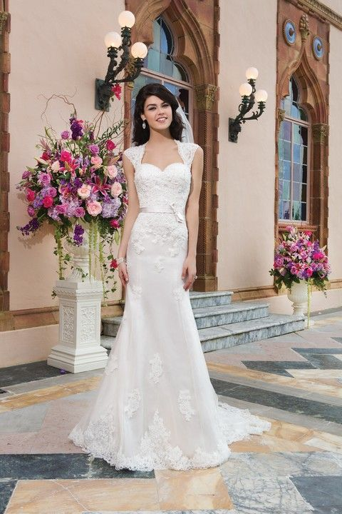 Celokrajkové biele úzke svadobné šaty