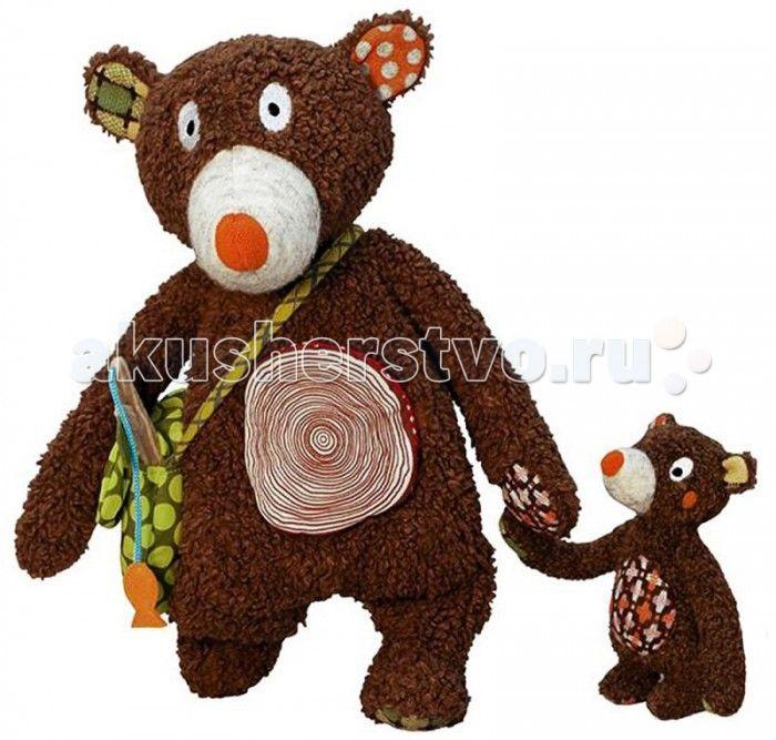 Развивающая игрушка Ebulobo Мишка и малыш  Ebulobo Развивающая игрушка Мишка и малыш – маленькая история про папу медведя и его любимого сына.  Папа-медведь и малыш медвежонок как всегда неразлучны: они любят вместе гулять по лесу, ловить рыбу, рассказывать друг другу увлекательные истории. Медвежонок любит кататься на папе, цепляясь за нос, шею или удобно устроившись на животе. Для Твоего малыша папа-медведь припас много всего интересного – пищалку в носу, рыбку-колокольчик…