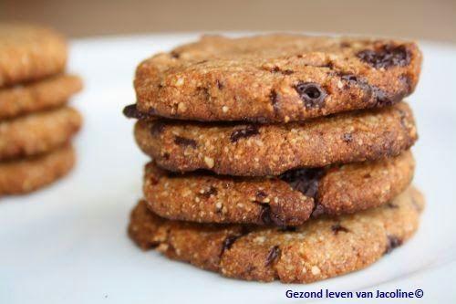 Koekjes van amandelmeel; suikervrij en glutenvrij Binnen een half uur heb je deze heerlijke gezonde koekjes gemaakt.... en waarschijnlijk ook opgegeten! Ik heb door de helft van het deeg kleine stukje
